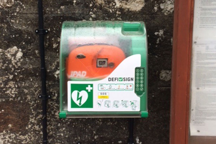picture of defib at Gwithian